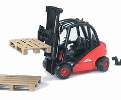 Bruder Linde H30D Forklift with 2 Pallets 02511